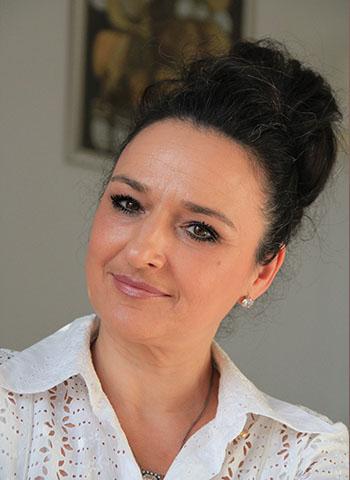 Elvisa JASAK - Qui suis-je ? - Femme élégante - Conseillère en image vestimentaire